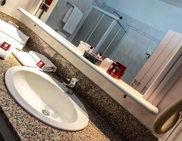 Hotel Grazia Deledda - Bathroom